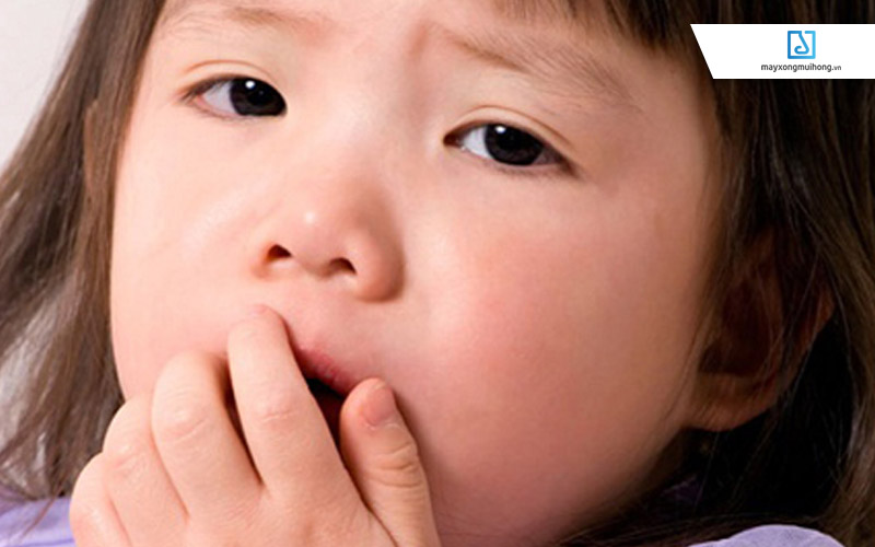 Sinh hoạt không điều độ dễ khiến trẻ bị các hiện tượng như ho, viêm mũi, sổ mũi… đều có nguy cơ dẫn đến viêm phổi.